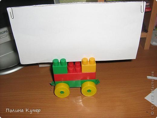 Здравствуйте жители Страны Мастеров! Разбиралась сегодня дома и нашла картонку. Вставила её в машинку из конструктора и получилась доска для куклы. Но я вам предложу сделать доску для кукол по другому. фото 7