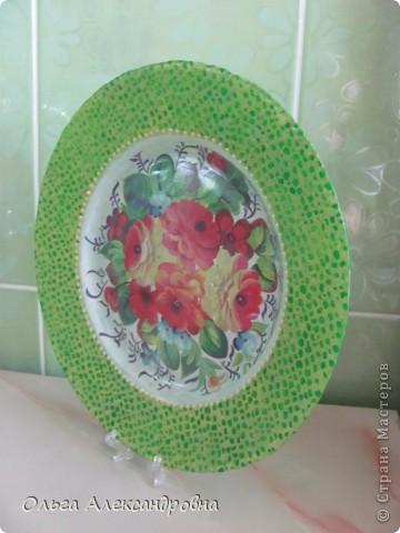 """Девочки, не судите строго. Это моя первая тарелочка в технике """"декупаж"""". Но творить такую красотень очень понравилось. Спасибо Марине за МК! Цвета подбирала под плитку на кухне и мебель. фото 2"""