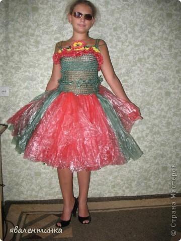 платья из пакетов для мусора фото 3