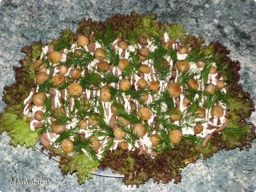 Этот салат я люблю за то, что он сытный, вкусный и очень аппетитный. А еще за то, что все  ингредиенты можно подготовить (сварить, поджарить) заранее (с вечера, например, без спешки), и тогда время на его приготовление сокращается в разы (с 1 часа 20 минут на 30 минут!!!).  Это один из моих «фирменных» салатов, пользующийся у домочадцев и гостей большой популярностью и спросом ;) Итак... фото 4