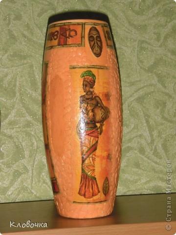 Стеклянную вазу побрызгала из балончика золотой краской,сверху салфетка, темновато получилось. фото 4