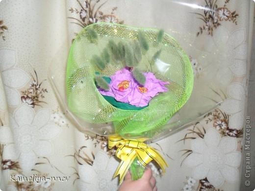 Конфетно-цветочный букет на 8 марта фото 6