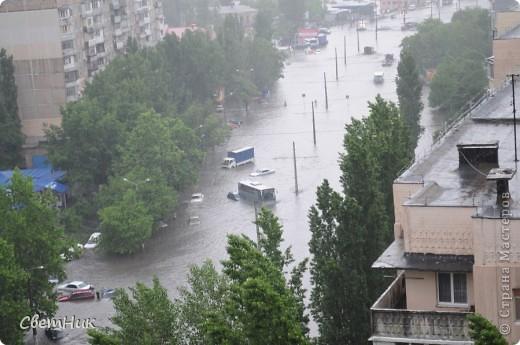 Дорогие жители Страны! Приглашаю вас прогуляться по Одессе, пройтись по ее улицам , Сегодня в Одессе прошел сильный дождь,  Перевыпь затопило сын возвращаясь с учебы попал в пробку,  фото 6