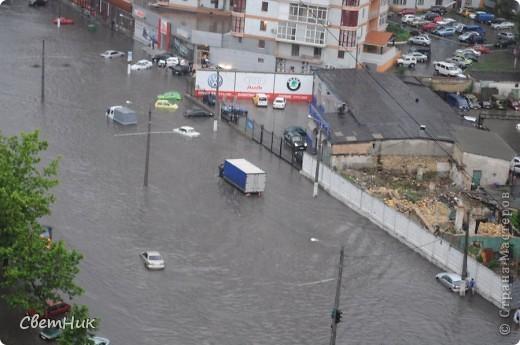Дорогие жители Страны! Приглашаю вас прогуляться по Одессе, пройтись по ее улицам , Сегодня в Одессе прошел сильный дождь,  Перевыпь затопило сын возвращаясь с учебы попал в пробку,  фото 8