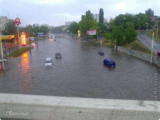 Дорогие жители Страны! Приглашаю вас прогуляться по Одессе, пройтись по ее улицам , Сегодня в Одессе прошел сильный дождь,  Перевыпь затопило сын возвращаясь с учебы попал в пробку,  фото 10