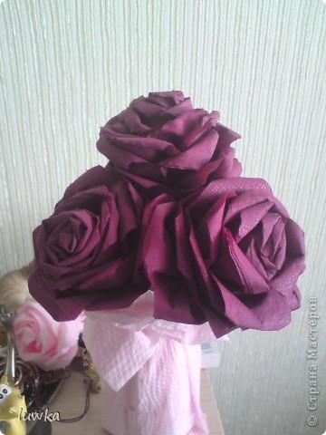 Мои розы из салфеток. Брала отсюда, только делала не из гофробумаги, а из салфеток http://blog.kp.ru/users/4186520/post189799957 фото 1