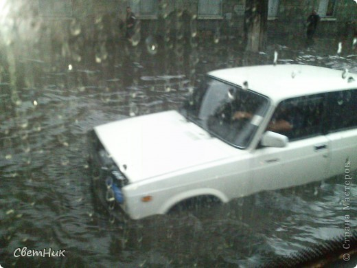 Дорогие жители Страны! Приглашаю вас прогуляться по Одессе, пройтись по ее улицам , Сегодня в Одессе прошел сильный дождь,  Перевыпь затопило сын возвращаясь с учебы попал в пробку,  фото 1