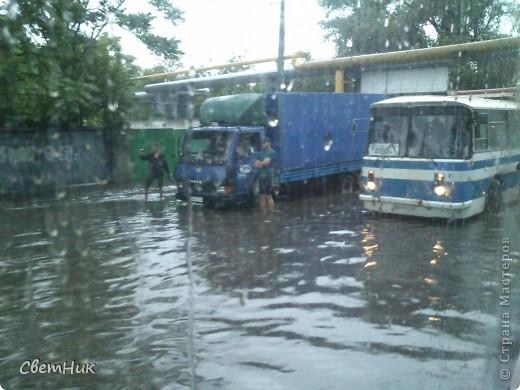 Дорогие жители Страны! Приглашаю вас прогуляться по Одессе, пройтись по ее улицам , Сегодня в Одессе прошел сильный дождь,  Перевыпь затопило сын возвращаясь с учебы попал в пробку,  фото 2