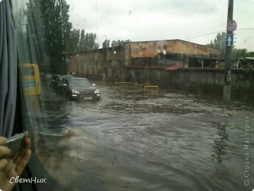Дорогие жители Страны! Приглашаю вас прогуляться по Одессе, пройтись по ее улицам , Сегодня в Одессе прошел сильный дождь,  Перевыпь затопило сын возвращаясь с учебы попал в пробку,  фото 3