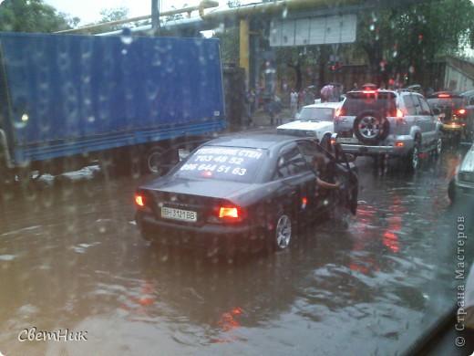 Дорогие жители Страны! Приглашаю вас прогуляться по Одессе, пройтись по ее улицам , Сегодня в Одессе прошел сильный дождь,  Перевыпь затопило сын возвращаясь с учебы попал в пробку,  фото 4