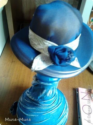 Соединила бутылочку и шапочку,подкрасила краской синей,затем прошлась серебристой губочкой, фото 3