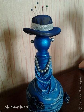 Соединила бутылочку и шапочку,подкрасила краской синей,затем прошлась серебристой губочкой, фото 5