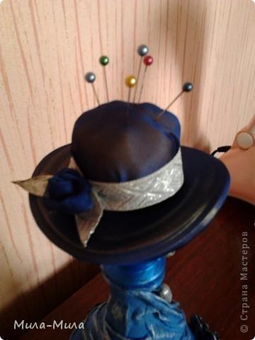 Соединила бутылочку и шапочку,подкрасила краской синей,затем прошлась серебристой губочкой, фото 4