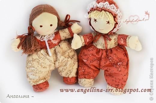 Две куколки-подружки зовут их Шоколадка и Карамелька. Одежда и прически фиксированные
