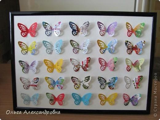 Оформляю дачу. Решила сделать панно из бабочек. Бабочки дырокольные из старых открыток. Рамочка, какая попалась под руку, но кажется, просится более глубокая. фото 2
