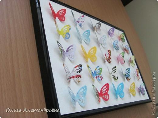 Оформляю дачу. Решила сделать панно из бабочек. Бабочки дырокольные из старых открыток. Рамочка, какая попалась под руку, но кажется, просится более глубокая. фото 3