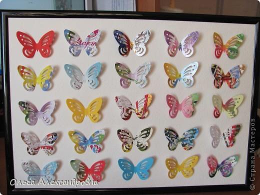 Оформляю дачу. Решила сделать панно из бабочек. Бабочки дырокольные из старых открыток. Рамочка, какая попалась под руку, но кажется, просится более глубокая. фото 4