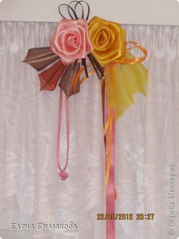 Боковые крайние украшения из самых крупных цветков. фото 3