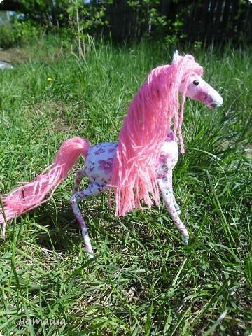 Здравствуйте, дорогие друзья!!!! Где- то промелькнула в интернете забавная лошадка, а так как я питаю страсть к этим прекрасным животным, решила создать свой домашний  табунчик.  фото 11