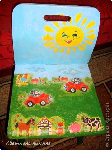 Декупаж старых стульчиков для моих младших сыночков.Пластмассовые покупные кресла не продержались и месяца,а стулья с моего детства нашлись в деревне в сарае,не заслуженно были списаны. фото 2