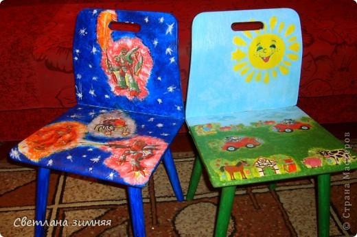 Декупаж старых стульчиков для моих младших сыночков.Пластмассовые покупные кресла не продержались и месяца,а стулья с моего детства нашлись в деревне в сарае,не заслуженно были списаны. фото 1