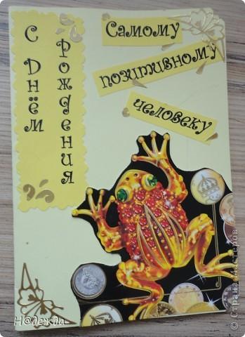 Пробовала делать открытки, они у меня получились немного винтажные, но мне очень понравились. Вот такие открытки уехали в подарок хорошим людям.  У меня есть черно белый принтер увидела очень кравивые картинки винтажных детей в интеренете, так и навеилась идея этих открыток. Использовала еще тесьму, цветочки для сраба и декоративные наклейки.  Вот эта картинка на открытке мне нравиться больше  всего,  уехала во Владивосток к Ольке. фото 3