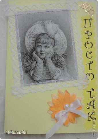 Пробовала делать открытки, они у меня получились немного винтажные, но мне очень понравились. Вот такие открытки уехали в подарок хорошим людям.  У меня есть черно белый принтер увидела очень кравивые картинки винтажных детей в интеренете, так и навеилась идея этих открыток. Использовала еще тесьму, цветочки для сраба и декоративные наклейки.  Вот эта картинка на открытке мне нравиться больше  всего,  уехала во Владивосток к Ольке. фото 2