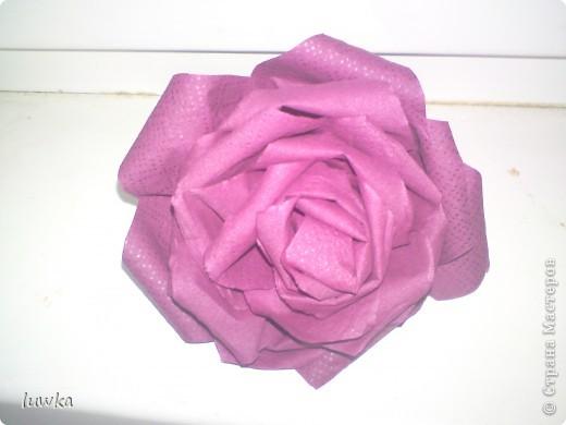 Мои розы из салфеток. Брала отсюда, только делала не из гофробумаги, а из салфеток http://blog.kp.ru/users/4186520/post189799957 фото 2