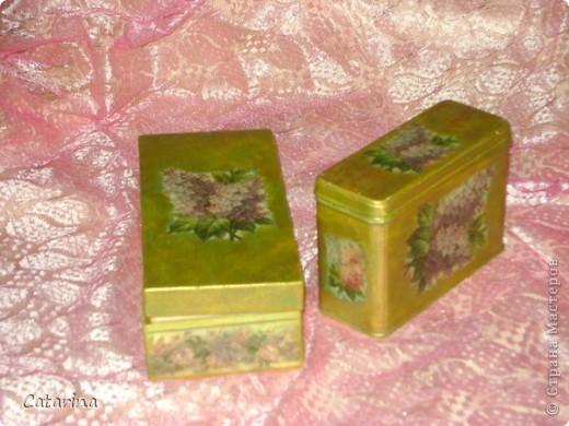 """Чайная пара - деревянная коробочка для пакетиков и жестяная для россыпи. Использовала карту, акриловые краски и лак.  Декупажная карта называется """"Винтажная серень"""", не знаю винтажная ли, но мне она напоминает мое детсво и чаепития с бабушкой из чайного сервиза с такой же серень.  фото 2"""