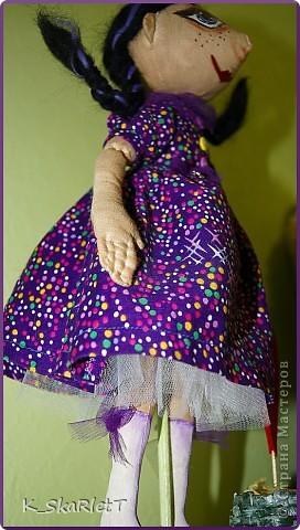 Мама давно у меня просила сшить для нее куклу, я все ни как. Всем сшила, очередь дошла и до нее. Было у мамы любимое платье которое она носила в молодости, (кстати ткань очень крепкая, но сыпучая) Вот я и решила сохранить память о платье в таком виде. Вот такая девчуля получилась. фото 3