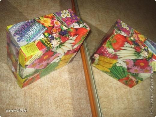Коробка для хранения семян. Каждый раз, перебирая семена, ужасаюсь страшненькой коробочке в которой они хранятся. Порой семеня валяются где придется, перетянутые резинкой или завернуты в газетный обрывок.  Когда я, в преддверии посадочного сезона, не нашла очередные семена дома (точно знаю, что были!), то подумала - всё! Пора что-то с ними делать!  И сделала: фото 14