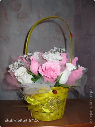Делала в подарок вот такой вот сладкий букетик))) Очень понравился процесс изготовления цветочков! Делается очень просто, а выглядит эффектно!))) Делала по этому МК: http://stranamasterov.ru/node/354568?c=favorite и очень благодарна, что есть такие замечательные люди, которые дают такие замечательные подсказочки, как сделать этот мир красивее!!!))) фото 3