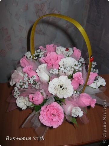 Делала в подарок вот такой вот сладкий букетик))) Очень понравился процесс изготовления цветочков! Делается очень просто, а выглядит эффектно!))) Делала по этому МК: http://stranamasterov.ru/node/354568?c=favorite и очень благодарна, что есть такие замечательные люди, которые дают такие замечательные подсказочки, как сделать этот мир красивее!!!))) фото 1