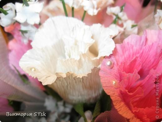Делала в подарок вот такой вот сладкий букетик))) Очень понравился процесс изготовления цветочков! Делается очень просто, а выглядит эффектно!))) Делала по этому МК: http://stranamasterov.ru/node/354568?c=favorite и очень благодарна, что есть такие замечательные люди, которые дают такие замечательные подсказочки, как сделать этот мир красивее!!!))) фото 7