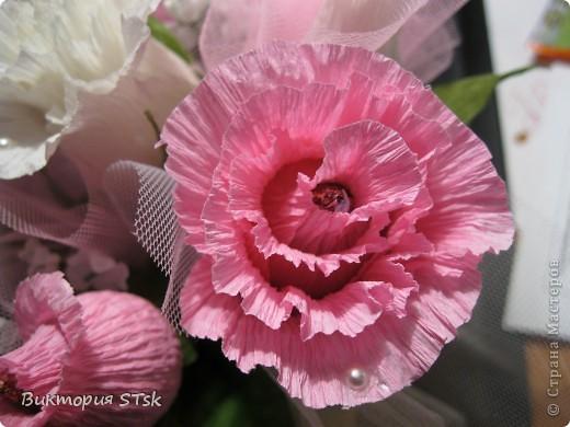 Делала в подарок вот такой вот сладкий букетик))) Очень понравился процесс изготовления цветочков! Делается очень просто, а выглядит эффектно!))) Делала по этому МК: http://stranamasterov.ru/node/354568?c=favorite и очень благодарна, что есть такие замечательные люди, которые дают такие замечательные подсказочки, как сделать этот мир красивее!!!))) фото 8