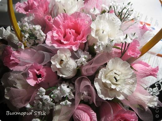 Делала в подарок вот такой вот сладкий букетик))) Очень понравился процесс изготовления цветочков! Делается очень просто, а выглядит эффектно!))) Делала по этому МК: http://stranamasterov.ru/node/354568?c=favorite и очень благодарна, что есть такие замечательные люди, которые дают такие замечательные подсказочки, как сделать этот мир красивее!!!))) фото 6