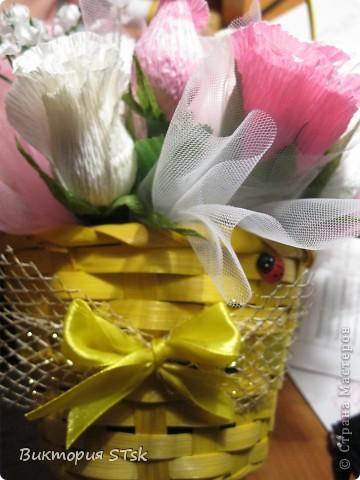 Делала в подарок вот такой вот сладкий букетик))) Очень понравился процесс изготовления цветочков! Делается очень просто, а выглядит эффектно!))) Делала по этому МК: http://stranamasterov.ru/node/354568?c=favorite и очень благодарна, что есть такие замечательные люди, которые дают такие замечательные подсказочки, как сделать этот мир красивее!!!))) фото 5