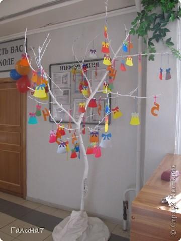 Вот так мы украсили актовый зал. Идею взяли здесь: http://stranamasterov.ru/node/324128?c=favorite фото 3