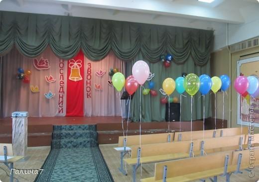 Вот так мы украсили актовый зал. Идею взяли здесь: http://stranamasterov.ru/node/324128?c=favorite фото 2