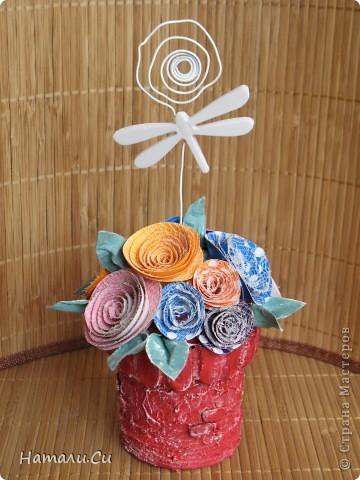Ну и еще одну работку покажу...вообще, это фоторамочка...для маленькой принцессы...такой вот фантазийный замок и горошковые розы, а сверху очаровательная стрекоза))) фото 2