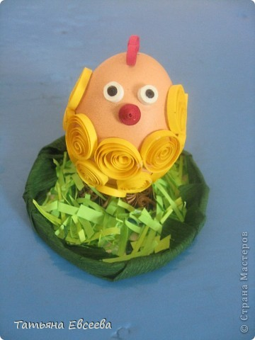 Добрый день всем жителям страны! Попросили нас с дочкой сделать поделку к пасхе, за основу которого нужно было взять куриное яйцо. Вот такой цыплёнок у нас получился за один вечер.  фото 1
