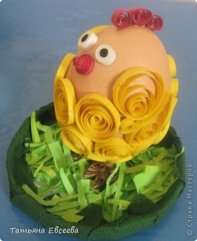 Добрый день всем жителям страны! Попросили нас с дочкой сделать поделку к пасхе, за основу которого нужно было взять куриное яйцо. Вот такой цыплёнок у нас получился за один вечер.  фото 2
