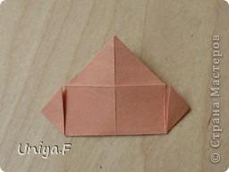 Эту кусудаму я назвала Вафельное солнце.  Она не совсем обычная по строению модуля вставки. Сделать ее из офисной бумаги аккуратно и спокойно у меня не получилось. Бумага здесь нужна тонкая, но хорошо держащая складки. Словом, корейская. И вообще, прежде чем спешно нарезать бумагу, попробуйте сначала черновой модуль. Тогда поймете его особенности, и быть может, желание ее делать пропадет.  30 соед.модулей 2,8*5,6 (1:2) и 30 вставок 4*4. Итог 6,5 см. Сборка без клея. фото 6