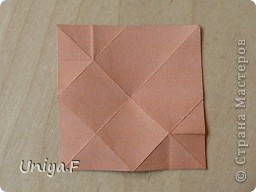 Эту кусудаму я назвала Вафельное солнце.  Она не совсем обычная по строению модуля вставки. Сделать ее из офисной бумаги аккуратно и спокойно у меня не получилось. Бумага здесь нужна тонкая, но хорошо держащая складки. Словом, корейская. И вообще, прежде чем спешно нарезать бумагу, попробуйте сначала черновой модуль. Тогда поймете его особенности, и быть может, желание ее делать пропадет.  30 соед.модулей 2,8*5,6 (1:2) и 30 вставок 4*4. Итог 6,5 см. Сборка без клея. фото 7
