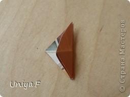 Эту кусудаму я назвала Вафельное солнце.  Она не совсем обычная по строению модуля вставки. Сделать ее из офисной бумаги аккуратно и спокойно у меня не получилось. Бумага здесь нужна тонкая, но хорошо держащая складки. Словом, корейская. И вообще, прежде чем спешно нарезать бумагу, попробуйте сначала черновой модуль. Тогда поймете его особенности, и быть может, желание ее делать пропадет.  30 соед.модулей 2,8*5,6 (1:2) и 30 вставок 4*4. Итог 6,5 см. Сборка без клея. фото 15