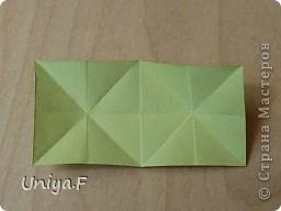 Эту кусудаму я назвала Вафельное солнце.  Она не совсем обычная по строению модуля вставки. Сделать ее из офисной бумаги аккуратно и спокойно у меня не получилось. Бумага здесь нужна тонкая, но хорошо держащая складки. Словом, корейская. И вообще, прежде чем спешно нарезать бумагу, попробуйте сначала черновой модуль. Тогда поймете его особенности, и быть может, желание ее делать пропадет.  30 соед.модулей 2,8*5,6 (1:2) и 30 вставок 4*4. Итог 6,5 см. Сборка без клея. фото 17