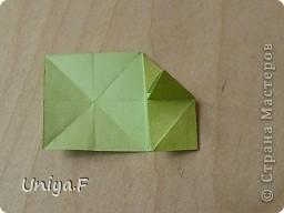 Эту кусудаму я назвала Вафельное солнце.  Она не совсем обычная по строению модуля вставки. Сделать ее из офисной бумаги аккуратно и спокойно у меня не получилось. Бумага здесь нужна тонкая, но хорошо держащая складки. Словом, корейская. И вообще, прежде чем спешно нарезать бумагу, попробуйте сначала черновой модуль. Тогда поймете его особенности, и быть может, желание ее делать пропадет.  30 соед.модулей 2,8*5,6 (1:2) и 30 вставок 4*4. Итог 6,5 см. Сборка без клея. фото 18