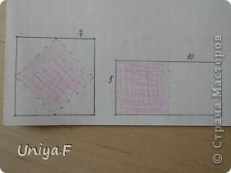 Эту кусудаму я назвала Вафельное солнце.  Она не совсем обычная по строению модуля вставки. Сделать ее из офисной бумаги аккуратно и спокойно у меня не получилось. Бумага здесь нужна тонкая, но хорошо держащая складки. Словом, корейская. И вообще, прежде чем спешно нарезать бумагу, попробуйте сначала черновой модуль. Тогда поймете его особенности, и быть может, желание ее делать пропадет.  30 соед.модулей 2,8*5,6 (1:2) и 30 вставок 4*4. Итог 6,5 см. Сборка без клея. фото 2