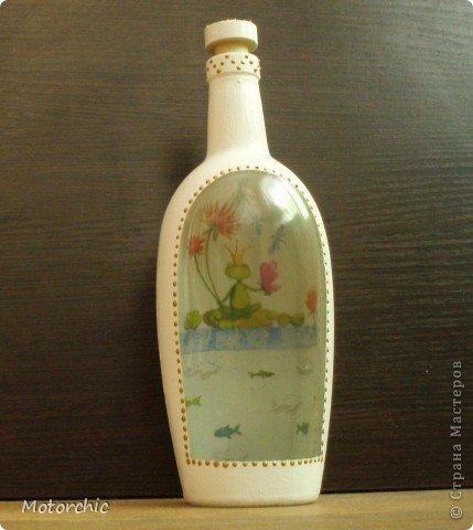 """Первая моя бутылочка, накопилось их много, а вдохновения, и, главное, белой краски, никак не было. Но вот я купила недорогую акриловую краску, и дело """"зашевелилось""""=) фото 1"""