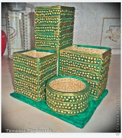 Не только кухарю, да на даче, но и потихоньку мастерю!!!!!!Органайзер опять из различных пакетов, бабин и коробочек!!!!А тут еще прикупила золотую и серебрянную краску, как не позолотить!!!!! фото 2